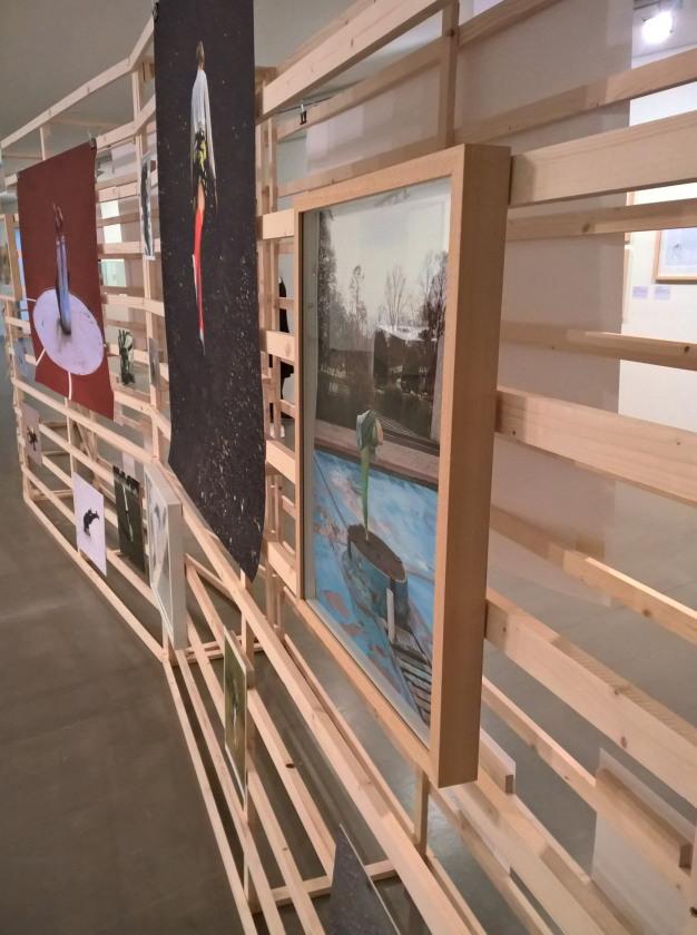 Isabelle Wenzel, Installation mit Fotos in der Ausstellung, Foto: johnicon, VG Bild-Kunst